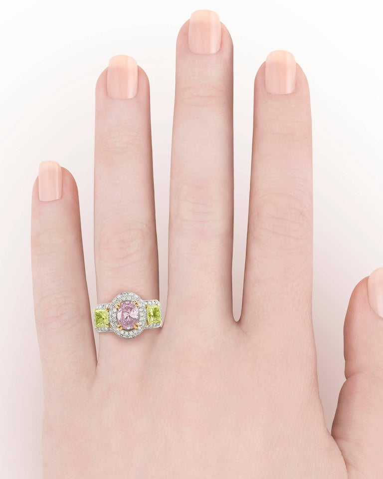 Pinkish Purple Yellowish Green Diamond Ring In New Condition For Sale In New Orleans, LA