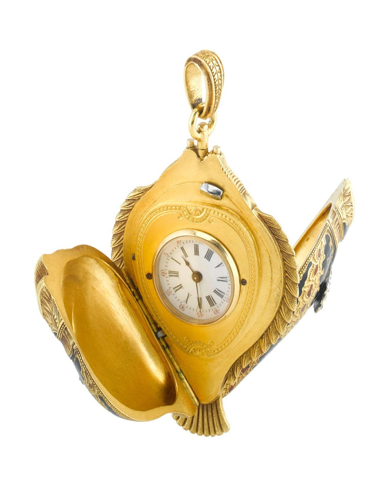 A delightful blend of watchmaking refinement and unique artistry, this charming lapel watch takes the form of a sunfish. The aquatic creature is stunning in its level of detail. Crafted from 18k yellow gold, each scale and fin is perfectly formed