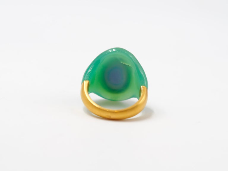 Scrives Amethyst Chrysoprase Green Chalcedony 22 karat Gold Cocktail Ring  In New Condition For Sale In Paris, Paris