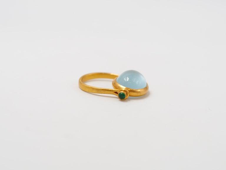 Scrives Aquamarine Emerald Cabochon 22 Karat Gold Turning Ring In New Condition For Sale In Paris, Paris