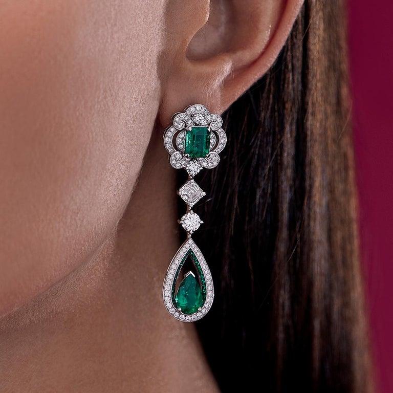 Garrard 18 karat gold Gubelin GRS GIA Pearshape Emerald & Diamond Drop Earrings In New Condition For Sale In London, London