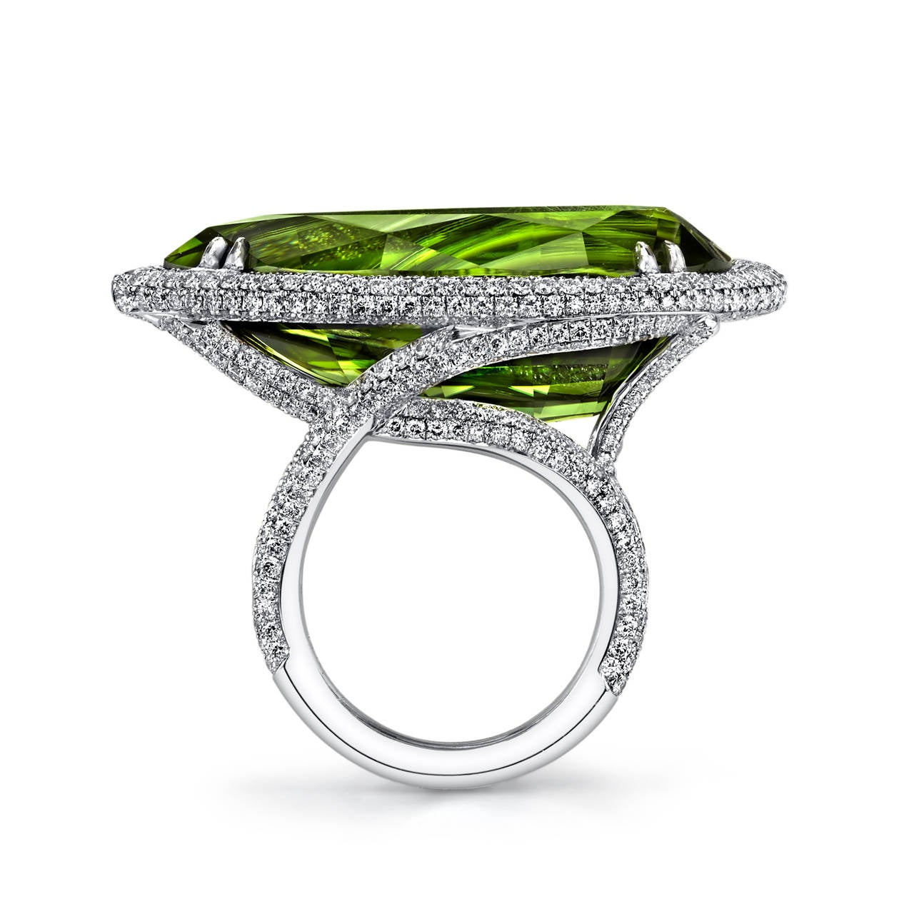 Pear Shaped Peridot Diamond Gold Ring For Sale at 1stdibs
