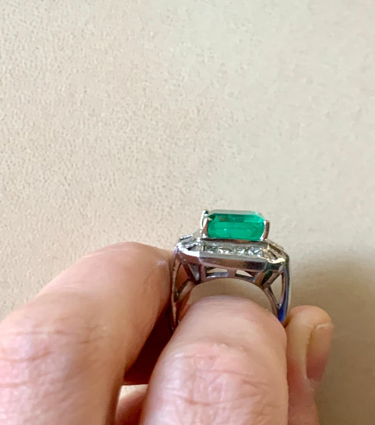 AGL Certified  Minor 9 Carat Emerald Cut Colombian Emerald and Diamond Ring  For Sale 3