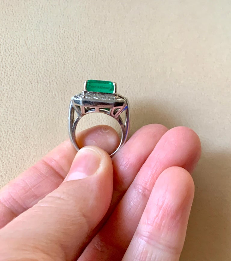 AGL Certified  Minor 9 Carat Emerald Cut Colombian Emerald and Diamond Ring  For Sale 4