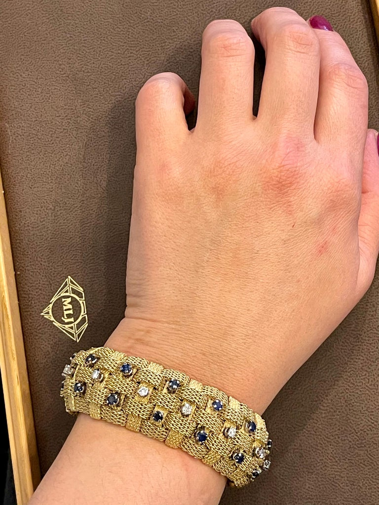 3 Carat Sapphire and 2 Carat Diamond Bracelet in 18 Karat Yellow Gold 116 Gm For Sale 7
