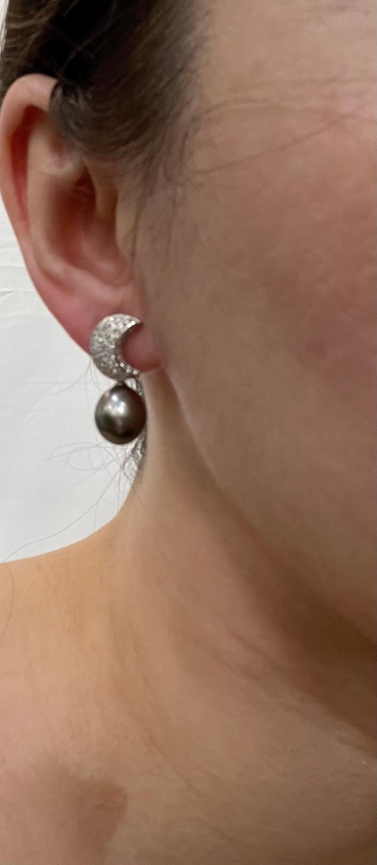 Grey Black Tahitian Cocktail Dangling Earrings with Diamonds 18 Karat White Gold For Sale 11