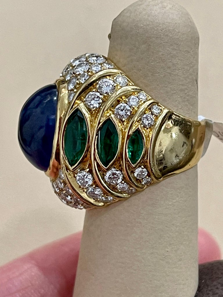 18 Carat Blue Sapphire Cabochon and Diamond 18 Karat Gold Ring For Sale 3
