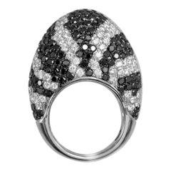 Dome Shape Ring with Designer Stripes of White and Black Diamonds 18 Karat Gold