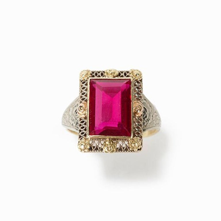 Gold ring with baguette-cut spinel, 14 carat, 1920s  14 carat gold/white gold Europe, 1920s Spinel in baguette cut approx. 4 ct hallmark inside