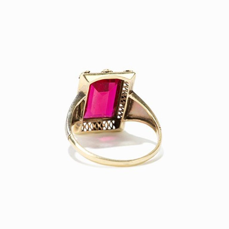 Gold Ring with Baguette-Cut Spinel, 14 Carat, 1920s In Good Condition For Sale In Berlin, DE