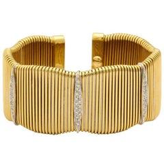Classic Ribbed Gold Cuff 18 Karat with Diamond Accents