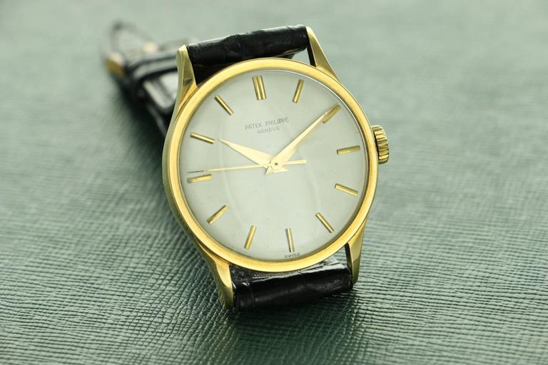 Patek Philippe Yellow Gold Calatrava  Wristwatch Ref 570 For Sale 3