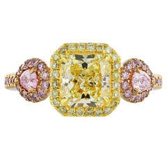 1.67 Carat Fancy GIA Certifiacation Fancy Yellow/VVS2  Pink Diamond Gold Ring