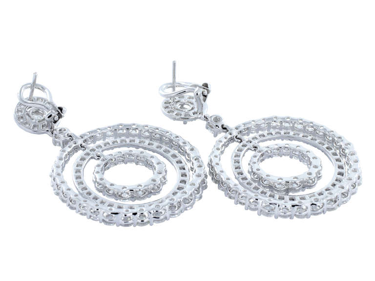 11.11 Carats diamonds triple hoop Platinum Drop Earrings In As New Condition For Sale In Chestnut Hill, MA