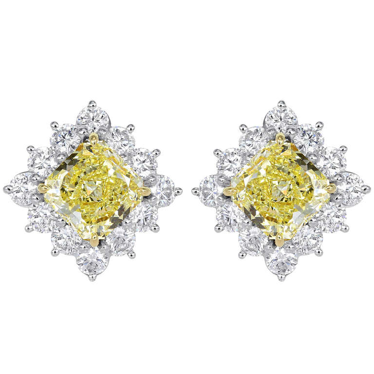 5 02 Carat Fancy Yellow Radiant Canary Diamond Earrings At