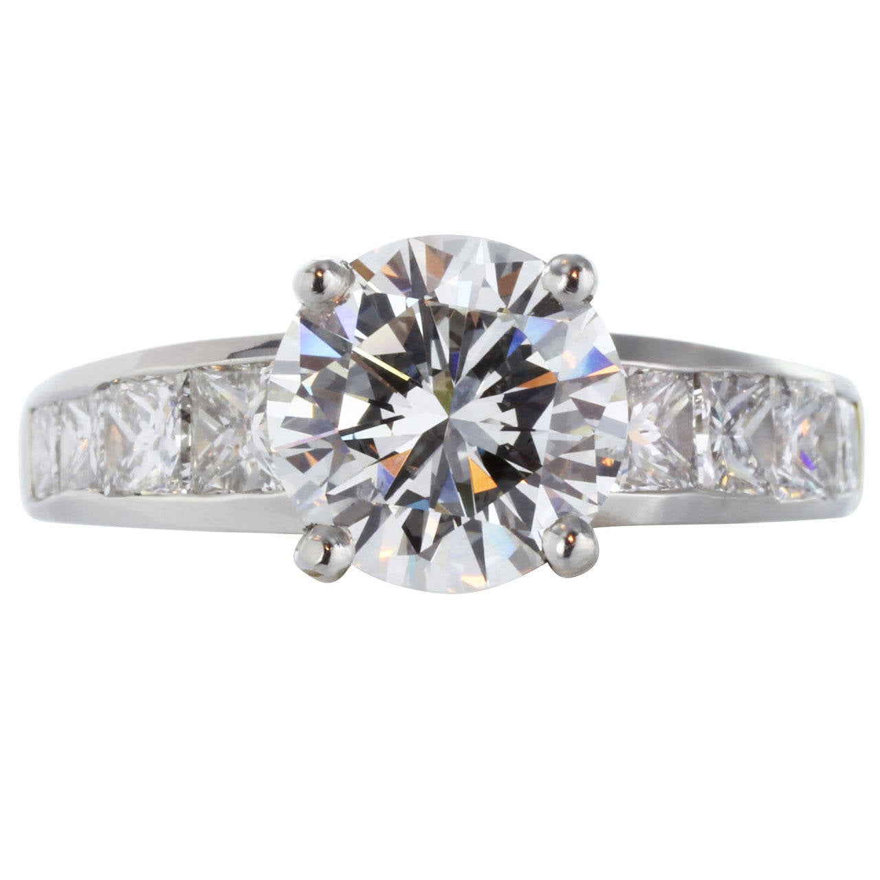 GIA Certified 2.26 Carat G VS2 Diamond Engagement Platinum Gold Ring For Sale