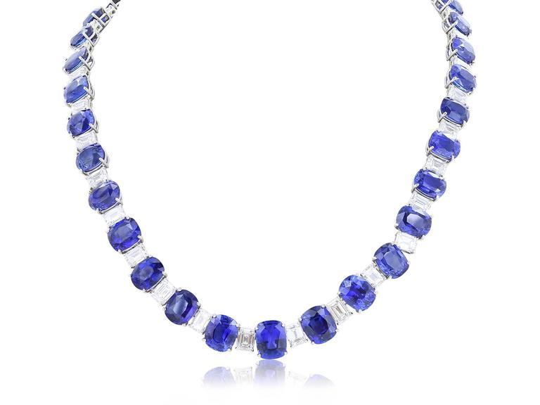 116.35 Carat Ceylon Sapphires 24.27 Carat Diamonds Flexible Platinum Necklace In Excellent Condition For Sale In Chestnut Hill, MA