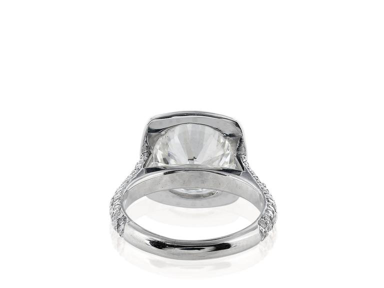 5.02 Carat J/SI1 GIA Certified Round Diamond Platinum Ring In Excellent Condition For Sale In Chestnut Hill, MA