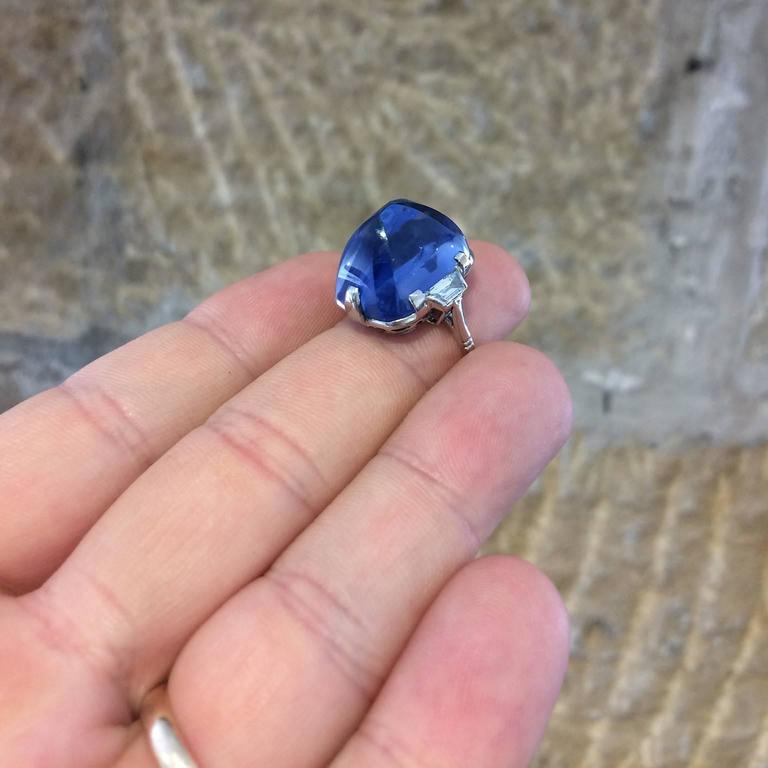 Art Deco Sugarloaf Ceylon Sapphire Diamond Platinum Ring For Sale 1