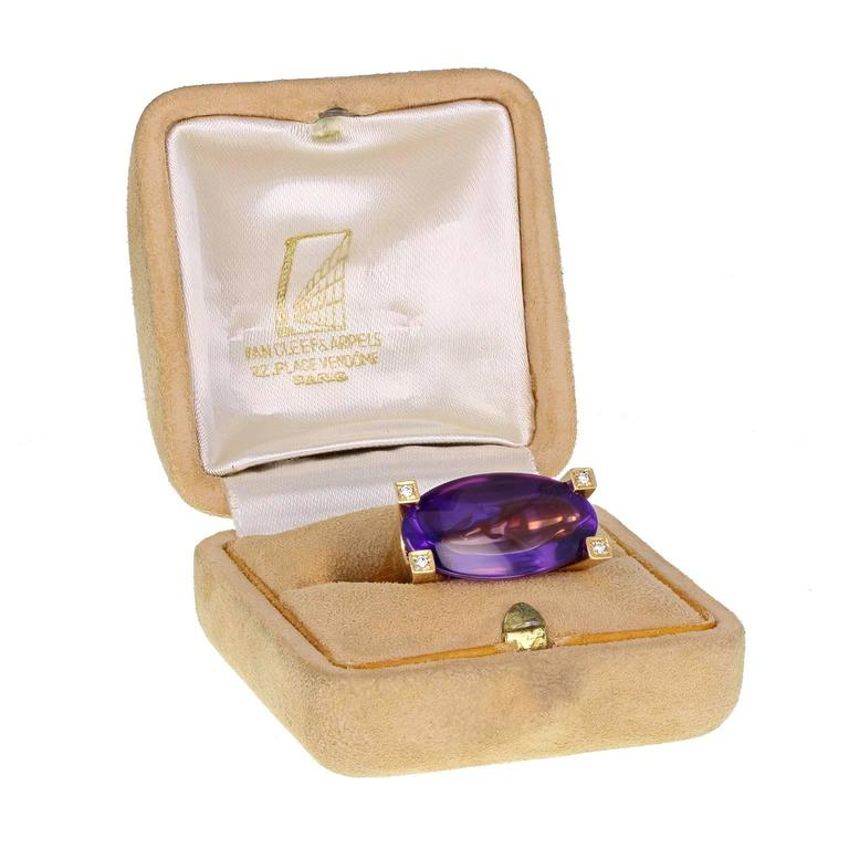 Van Cleef & Arpels Amethyst Gold Solitaire Cocktail Ring In As New Condition For Sale In Newcastle Upon Tyne, GB