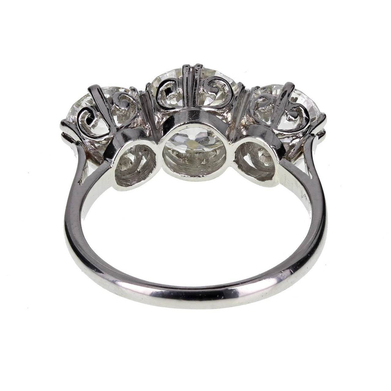1920s Traditional Three Stone Diamond Platinum Ring 2