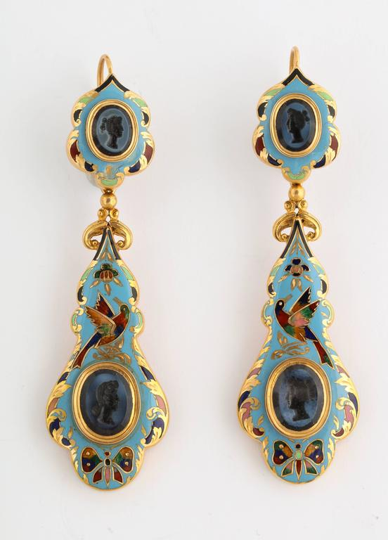 Swiss Enamel and Antique Intaglios Gold Jewelry Suite In Good Condition For Sale In New York, NY