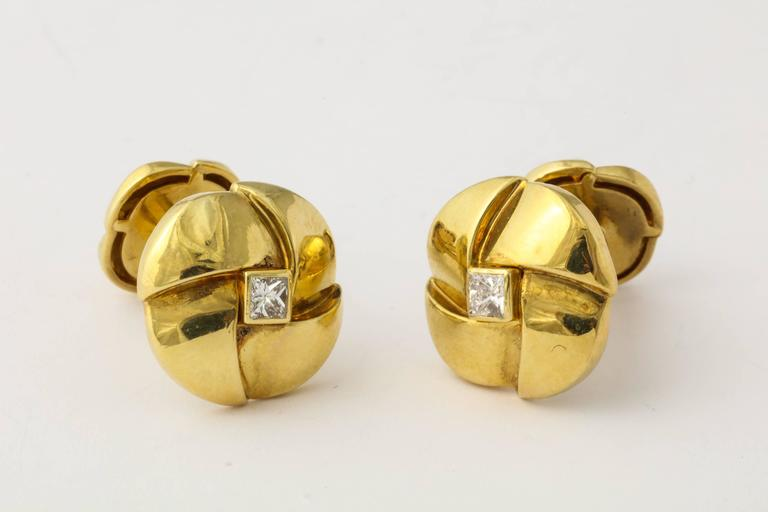 Jose Hess Diamond Gold Cuff Links In Excellent Condition For Sale In New York, NY