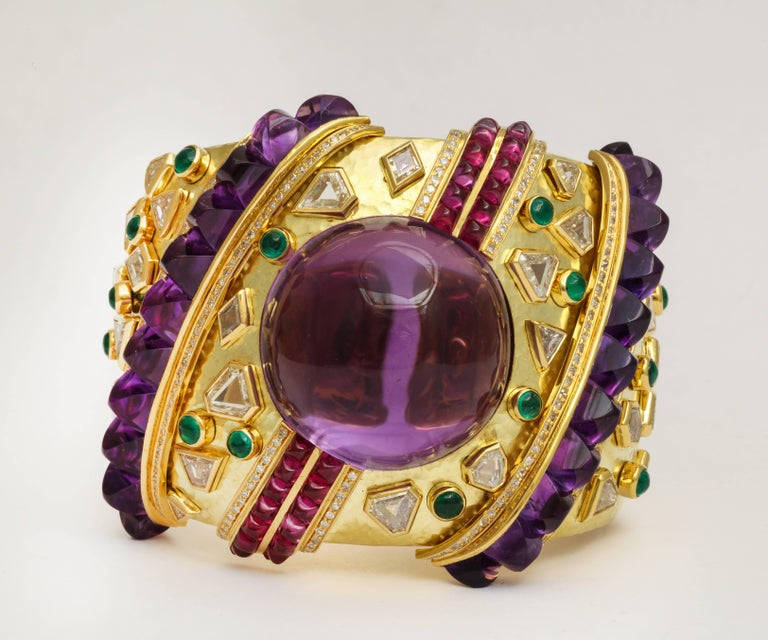 Demner Convertible Emerald to Amethyst Diamond Gemstone Gold Bracelet In Excellent Condition In New York, NY