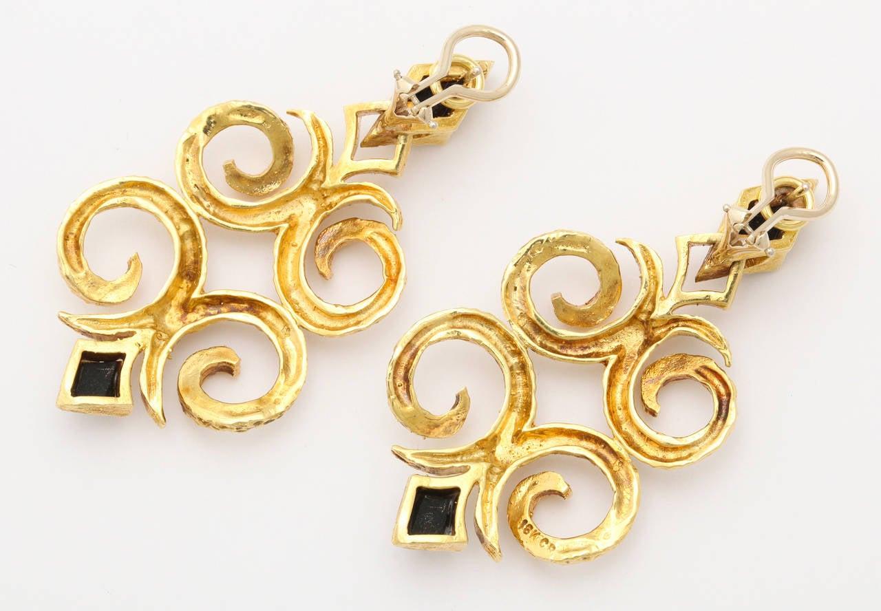 1970s Cindy Royce Black Jade Gold Dangle Earrings 2