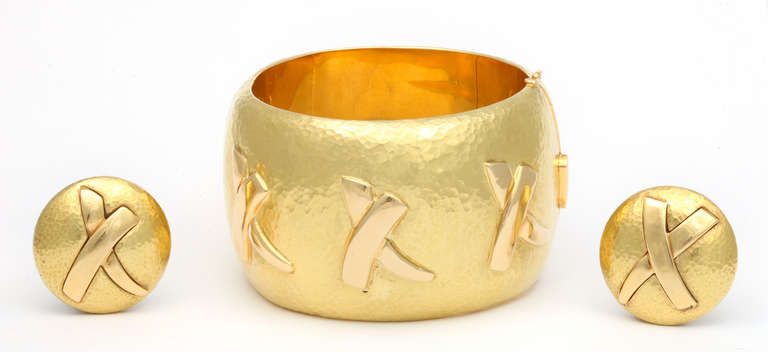 Tiffany & Co. Paloma Picasso Gold Cuff Bracelet and Ear Clips For Sale 2