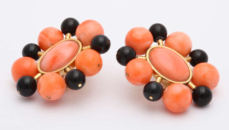1970s Black and Orange Coral Bead Gold Earclips 2