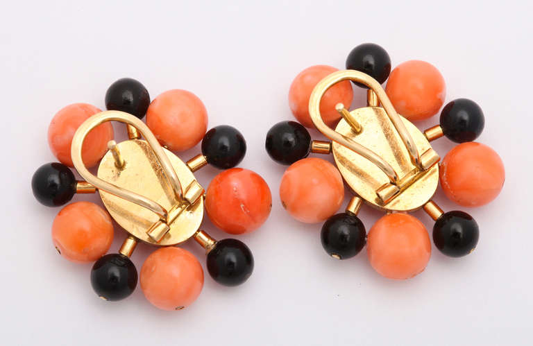 1970s Black and Orange Coral Bead Gold Earclips 3