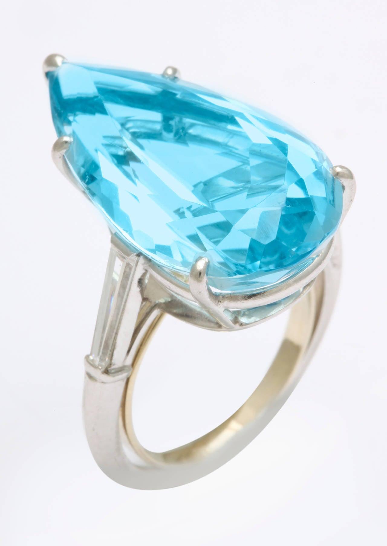 Women's 1950s Cartier Pear Shaped Aquamarine Diamond Platinum Ring For Sale