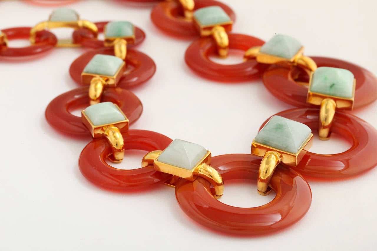 1970s Aldo Cipullo Carved Carnelian Jade Gold Link Necklace For Sale 1
