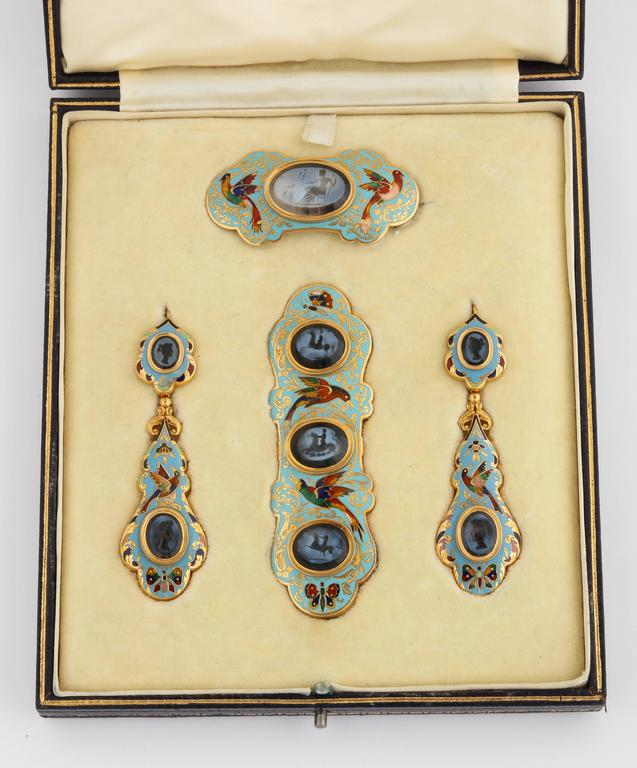 Swiss Enamel and Antique Intaglios Gold Jewelry Suite For Sale 4