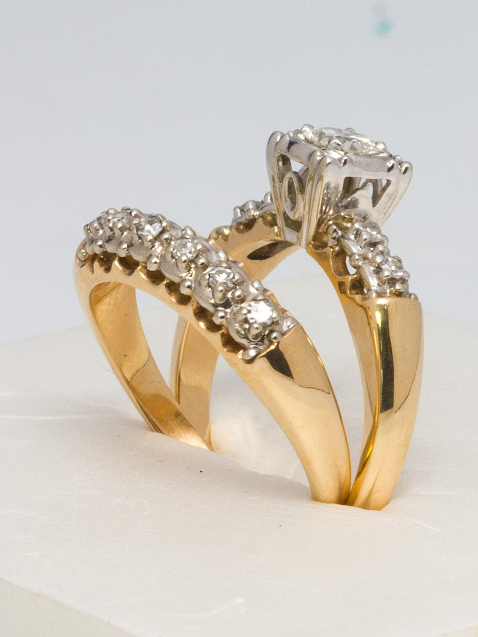 Superbe 1950s Yellow Gold And Diamond Wedding Ring Set In Excellent Condition For  Sale In West Hollywood