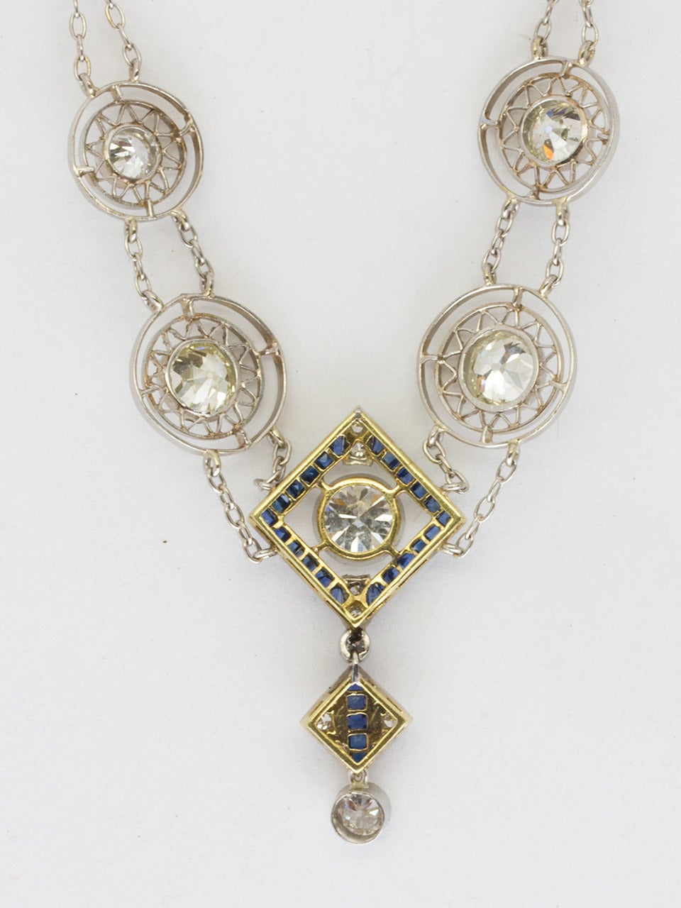 1920s Art Deco 3.50 Carat Platinum 18 Karat and Diamond Lavalier Necklace For Sale 1