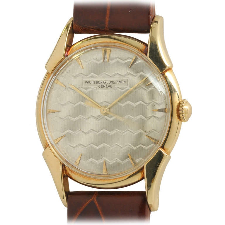 Vacheron & Constantin Yellow Gold Wristwatch with Guilloche Dial circa 1950s For Sale