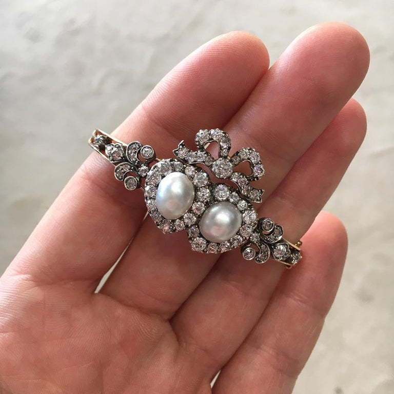 Antique Victorian Heart-Motif Natural Pearl and Diamond Bangle Bracelet In Excellent Condition For Sale In London, GB
