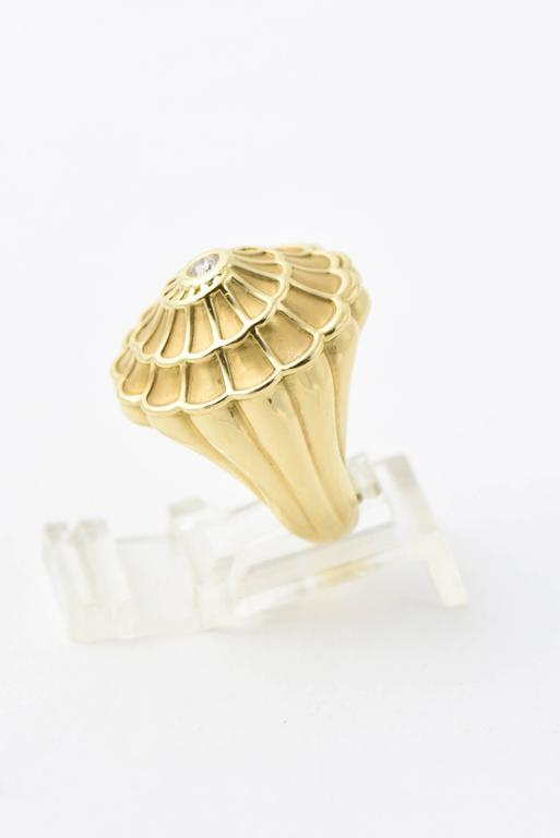 Carrera y Carrera Afrodita Diamond & Gold Flower Cocktail Ring In Excellent Condition For Sale In Miami Beach, FL
