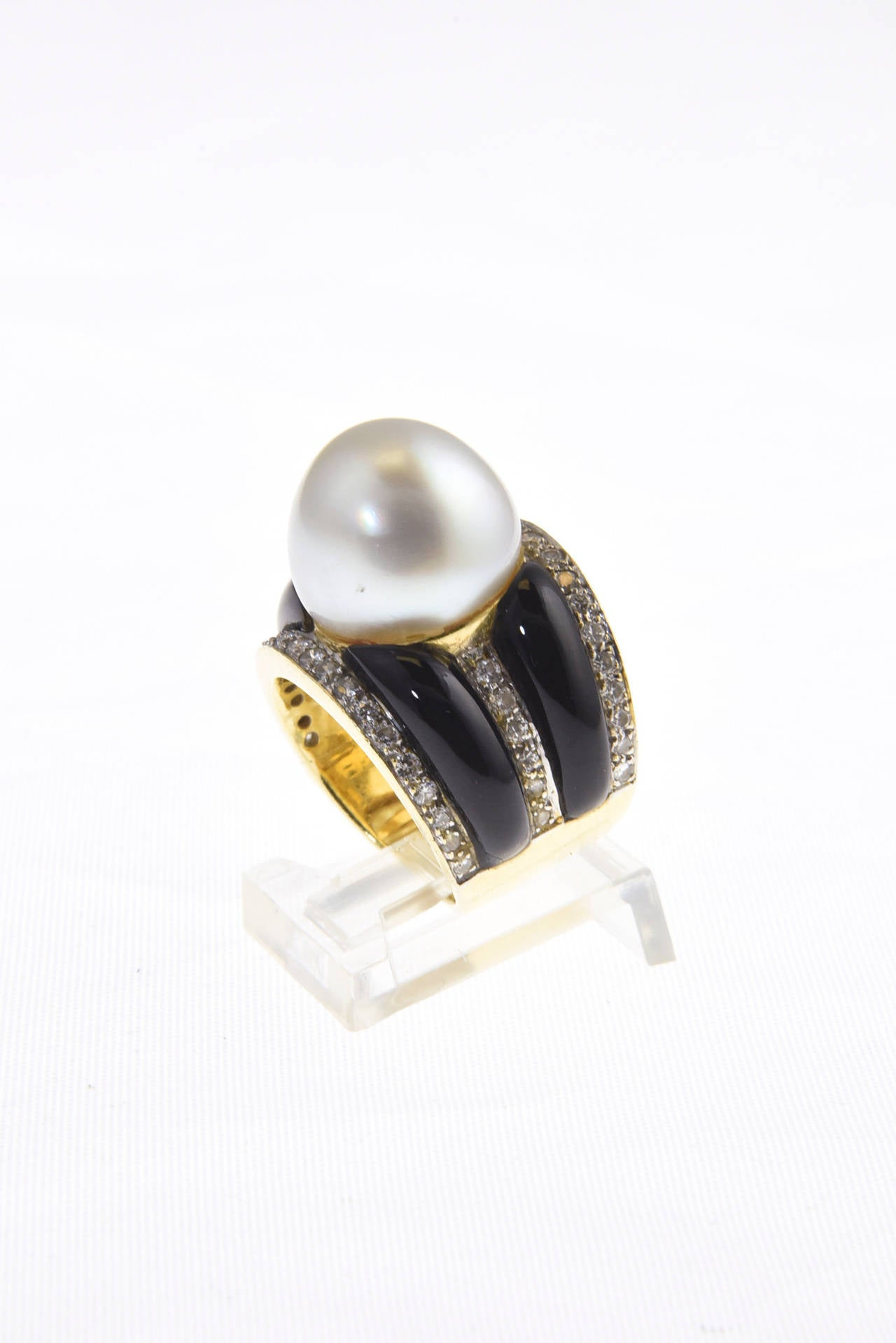 1970s Onyx  South Sea Pearl Diamond Gold Dome Ring 5