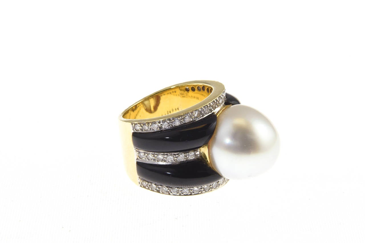 1970s Onyx  South Sea Pearl Diamond Gold Dome Ring In Excellent Condition For Sale In Miami Beach, FL