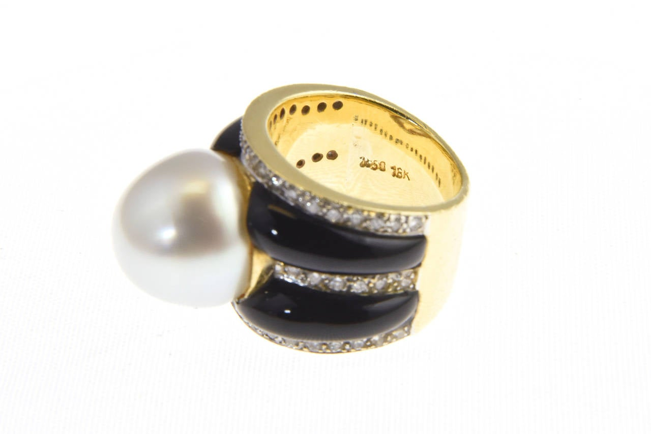 1970s Onyx  South Sea Pearl Diamond Gold Dome Ring 6