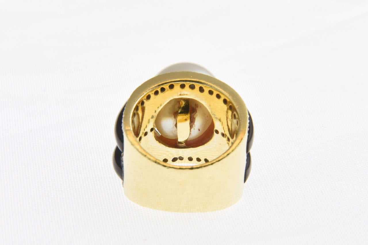 1970s Onyx  South Sea Pearl Diamond Gold Dome Ring 10