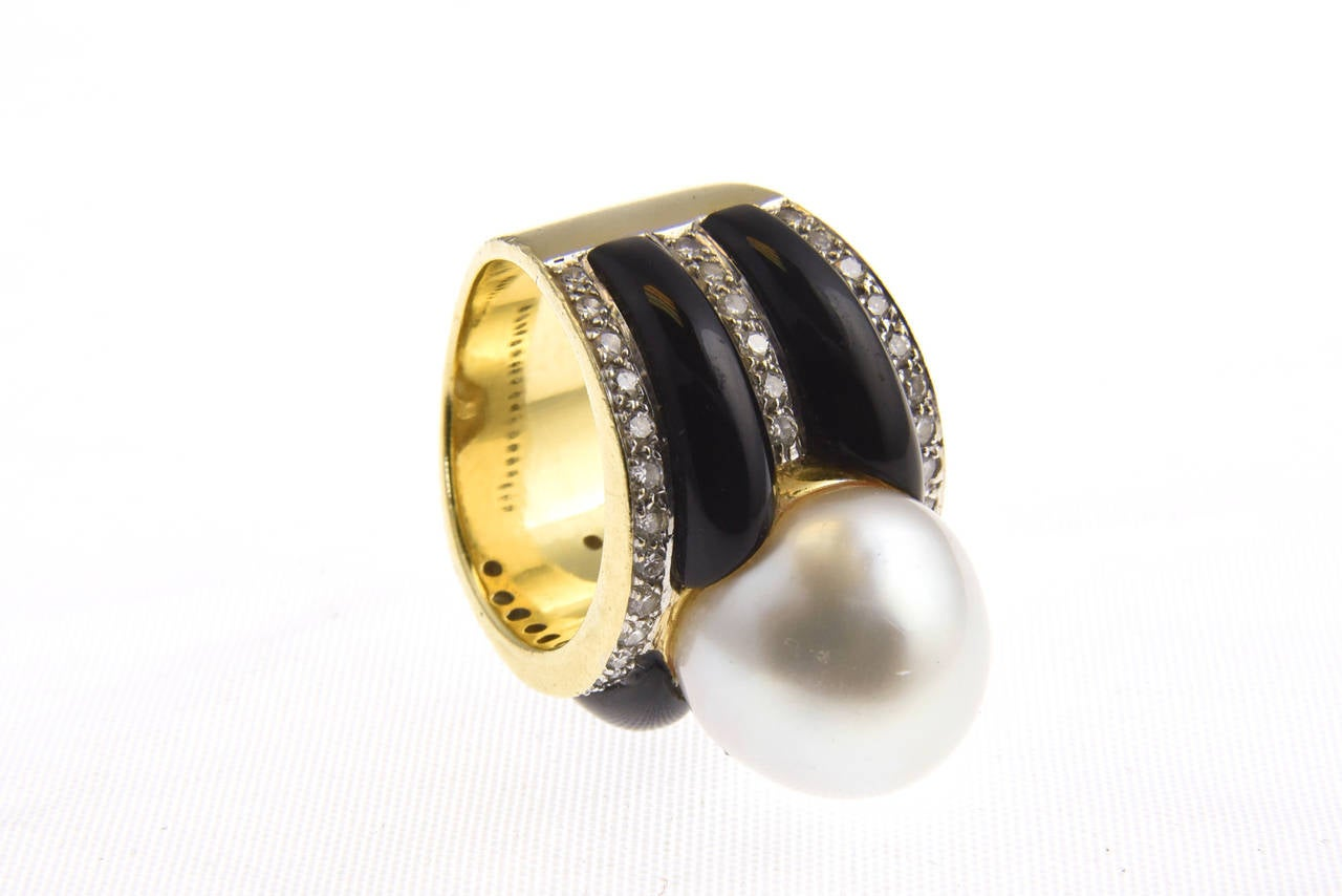 1970s Onyx  South Sea Pearl Diamond Gold Dome Ring 9