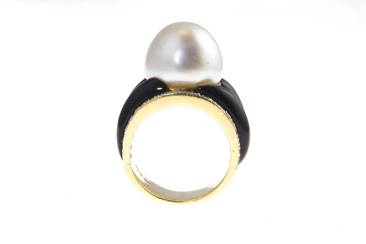 1970s Onyx  South Sea Pearl Diamond Gold Dome Ring 8