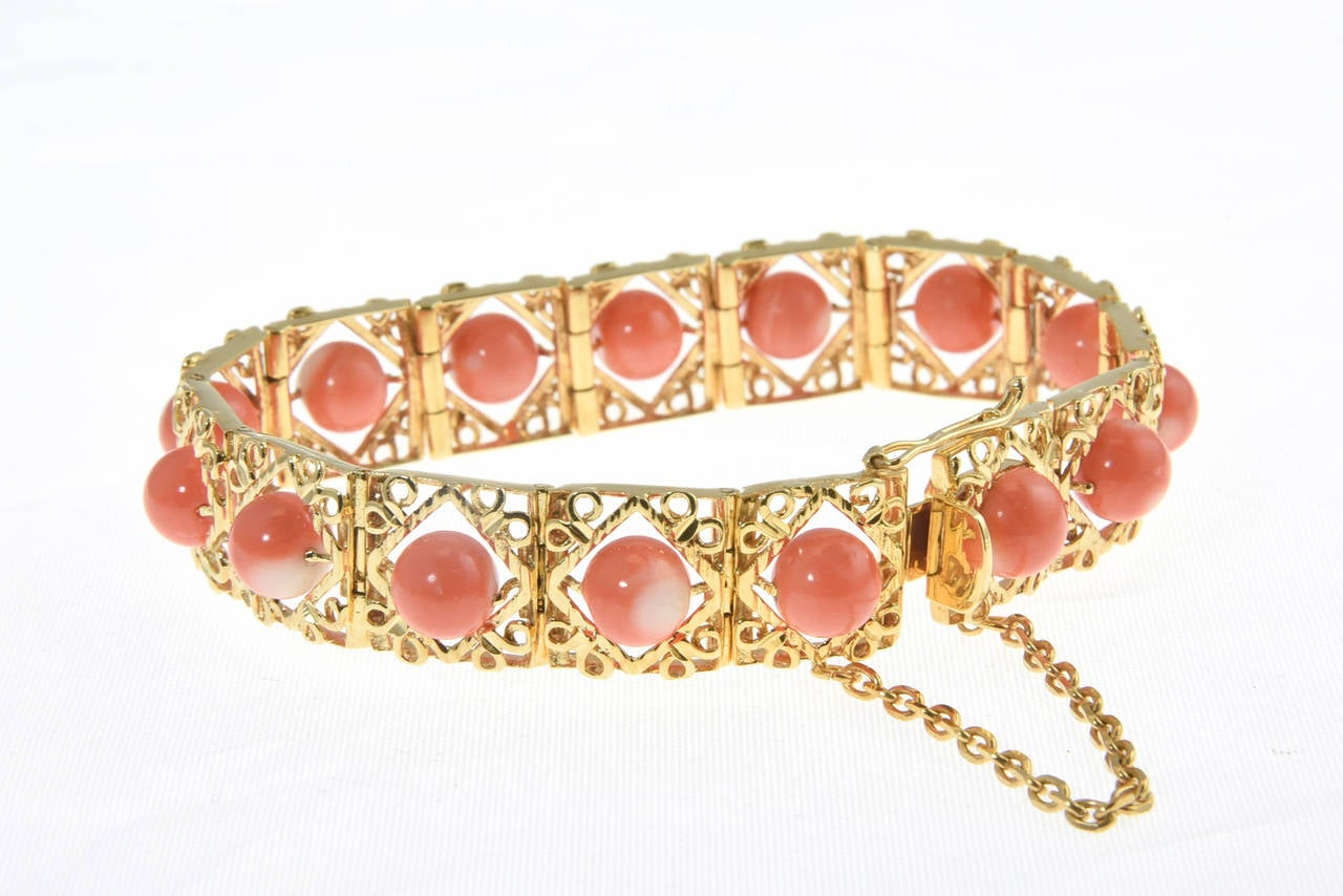 1970s Highly Stylized Coral Gold Link Bracelet For Sale 1