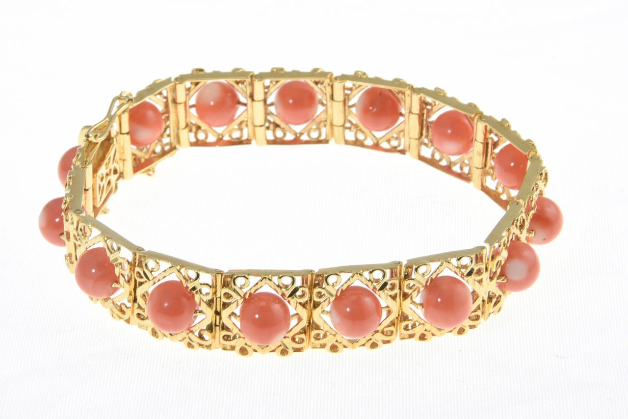 1970s Highly Stylized Coral Gold Link Bracelet For Sale 3