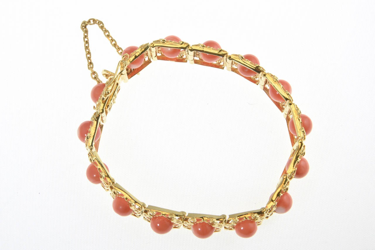 1970s Highly Stylized Coral Gold Link Bracelet For Sale 4
