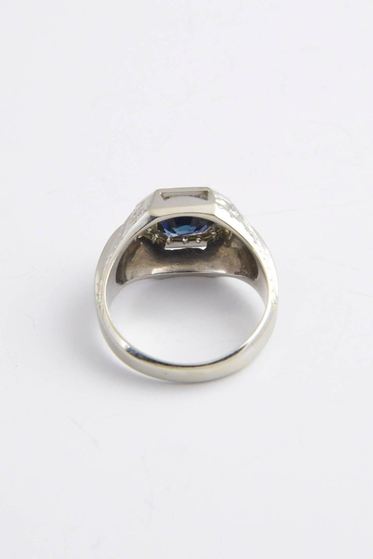 Sapphire and Diamond White Gold Ring In Excellent Condition For Sale In Miami Beach, FL